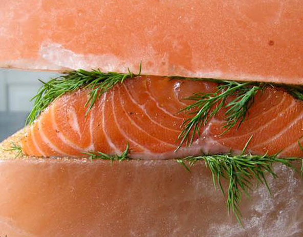 Himalayan salt block for salmon gravlax for Cooking fish on a salt block